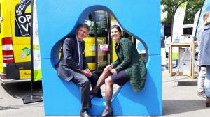 De gedeputeerden Cees Bijl van Drenthe en Fleur Gräper-van Koolwijk van Groningen waren uiteraard ook op het hubfestival. © Provincie Groningen